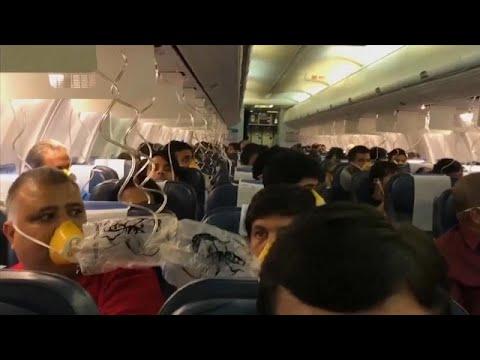 شاهد  أنوف مسافرين تنزف دمًا على متن طائرة هندية