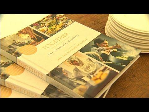 شاهد والدة الدوقة ميغان تنضم إلى ابنتها لإصدار كتاب طهي