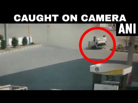 انقلاب عنيف لسيارة بدون «خدش» لركابها