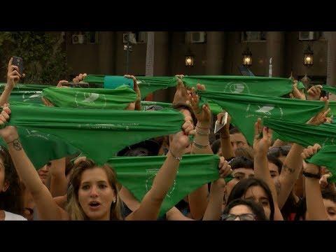نساء الأرجنتين يتظاهرن من أجل تشريع الإجهاض