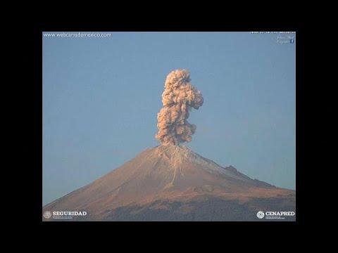 شاهد بركان بوبوكاتيبيتل في المكسيك يبدأ بإطلاق حممه