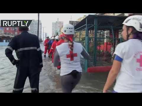 شاهد فيضانات عارمة تجتاح العاصمة الكوبية هافانا والمنطقة الساحلية المتاخمة لها