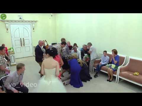 شاهد  عريس يفقد وعيه قبل قبوله بالزواج من عروسه