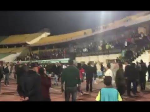 شاهد  جماهير الزمالك تهاجم اللاعبين بسبب التعادل مع طلائع الجيش