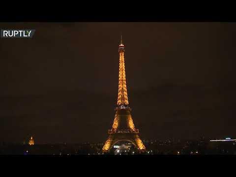 شاهد برج إيفل يتشح بالسواد حدادًا على ضحايا مجزرة نيوزيلاندا