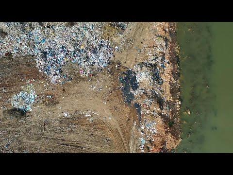 شاهد لقطات جوية للنفايات على امتداد نهر الليطاني اللبناني