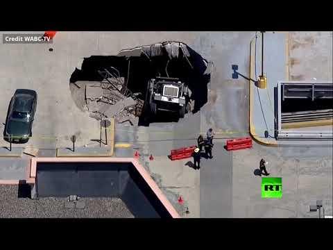 انهيار سقف موقف سيارات في نيوجيرسي الأميركية