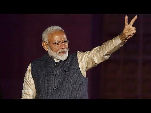 شاهد رئيس الوزراء الهندي يحقق فوزًا ساحقًا في الانخابات البرلمانية