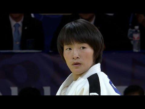 شاهد اليابانية آبي أوتا تفوز بالميدالية الذهبية في مسابقة هوهيهوت للجودو
