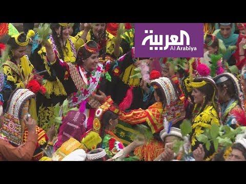 شاهد قبيلة باكستانية تحمي تقاليدها الفريدة من تطفل السًّياح