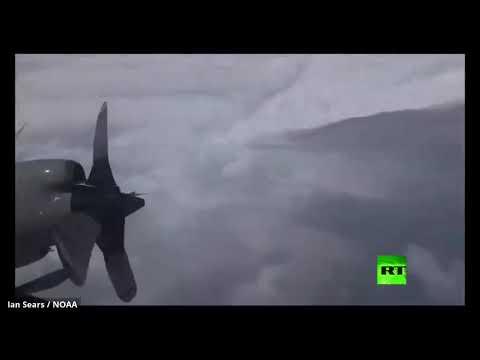 شاهد طائرات خبراء الأرصاد الجوية تعبر الإعصار دوريان