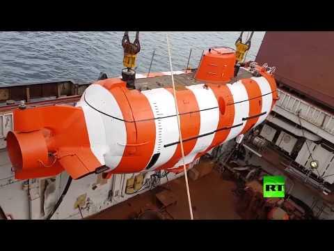 شاهد إجلاء طاقم غواصة مستغيثة من قاع المحيط الهادئ في روسيا
