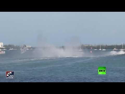 شاهد لحظة اصطدام قاربين رياضيين أثناء مسابقة