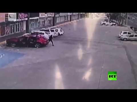 شاهد لحظة اغتيال ضابط مكسيكي اعتقل ابن إمبراطور المخدرات