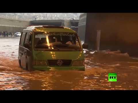 شاهد بيروت تغرق في مياه الأمطار المستمرة منذ الصباح