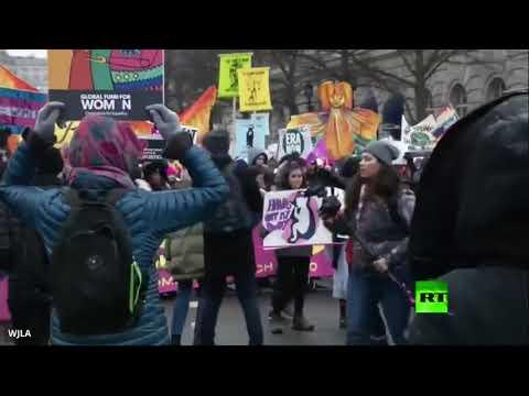 شاهد الأميركيات في مسيرات حاشدة ضد دونالد ترامب
