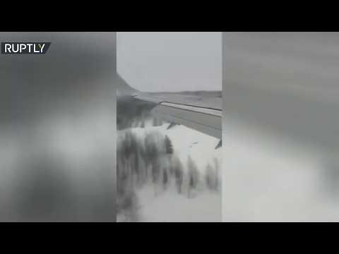 شاهد لحظة هبوط قاس لـبوينغ 737 في روسيا