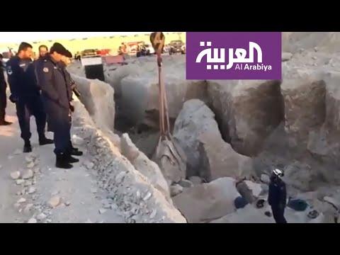 شاهد وفاة 3 وإصابة آخرين إثر انهيار رملي في الكويت