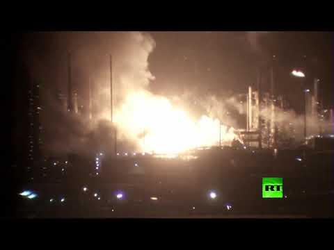 شاهد حريق ضخم داخل مصفاة نفط تابعة لشركة إكسون موبيل