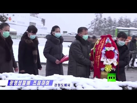 شاهد الكوريون الشماليون يحيون ذكرى كيم جون إل بالكمامات