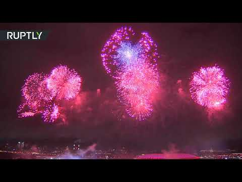 شاهد 10 آلاف قذيفة ألعاب نارية في سماء موسكو