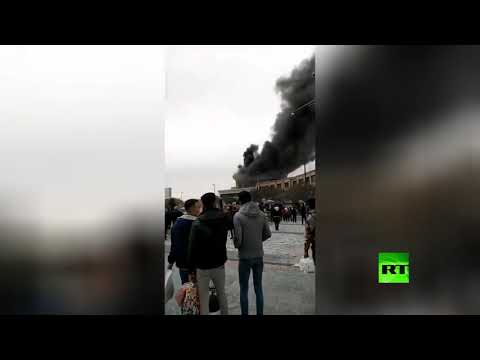 شاهد حريق ضخم في فندق محاذ لضريح بمدينة مشهد الإيرانية