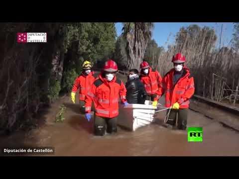شاهد عملية إجلاء مصابي كورونا من المناطق المغمورة في إسبانيا