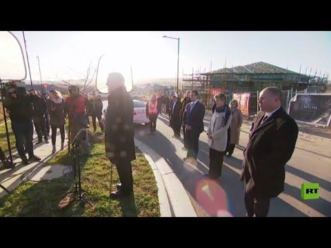 شاهد رجل يُقاطع كلمة رئيس الوزراء الأسترالي ليطلب منه النزول من مزروعاته