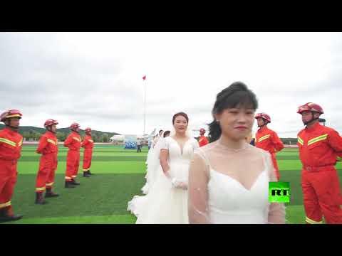 شاهد حفل زفاف جماعي لرجال الإطفاء في مدينة صينية