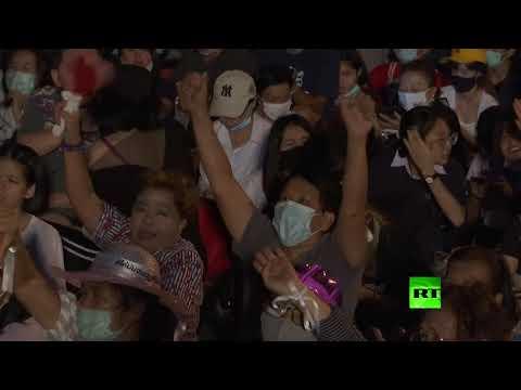 شاهد متظاهرون في تايلاند ينظمون احتجاجات غير مسبوقة ضد الملكية