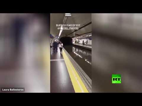 شاهد الفيضانات تغزو مترو الأنفاق في العاصمة الإسبانية مدريد