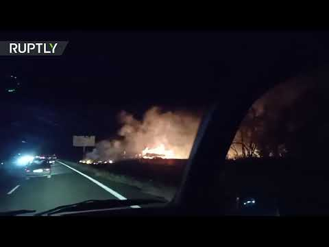 شاهد تحطُّم طائرة عسكرية واحتراقها شرقي أوكرانيا