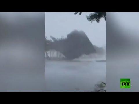 شاهد عاصفة مولاف تقتلع أسقف المنازل والأشجار في فيتنام
