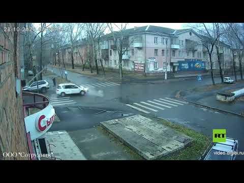 شاهد رجل ينجو من الموت مرتين خلال ثوان معدودة