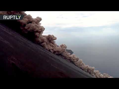 كاميرات تُسجِّل ثوران بركان كبير في إيطاليا