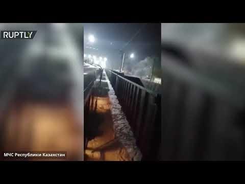 شاهد لقطات من كازاخستان ترصد النار تلتهم عربة المطعم في أحد القطارات