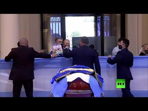 شاهد الآلاف يلقون النظرة الأخيرة على جثمان الأسطورة مارداونا