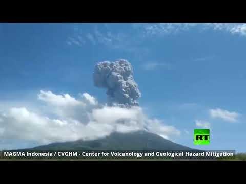 ثوران بركان ليوتولو في إندونيسيا وإطلاق الرماد إلى ارتفاع عال