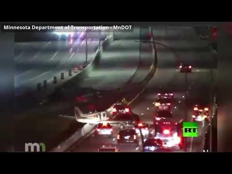 شاهد هبوط اضطراري لطائرة على طريق سريع في مينيسوتا الأميركية