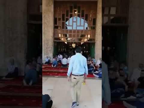 شاهد  كيف تدفق عشرات الالاف من الفلسطينين للمشاركة في صلاة الاضحى في المسجد الاقصى